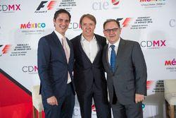 Rodrigo Sanchez, Marketingleiter bei CIE, mit Adrian Fernandez und Federico Gonzalez Compean, Geschä