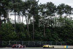 #64 Corvette Racing Chevrolet Corvette C7-R: Oliver Gavin, Tommy Milner, Jordan Taylor, #8 Audi Spor