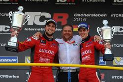 Ganador Pepe Oriola, SEAT Leon, Craft Bamboo Racing LUKOIL, tercer lugar James Nash, Seat Leon Team Craft-Bamboo LUKOIL