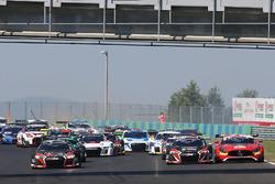 Départ : #1 Belgian Audi Club Team WRT Audi R8 LMS: Frederic Vervisch, Laurens Vanthoor leads