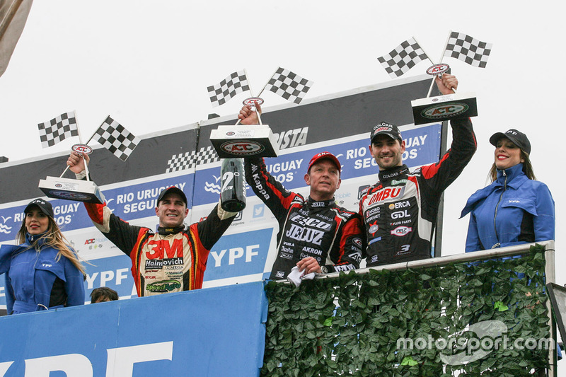 Podium: second place Mariano Werner, Werner Competicion Ford, race winner Guillermo Ortelli, JP Raci