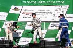 Podio: il vincitore della gara Ed Jones, Carlin, il secondo classificato Santiago Urrutia, Schmidt Peterson Motorsports, il terzo classificato Dean Stoneman, Andretti Autosport