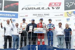 Podium: ganador, Aurelien Panis, Arden Motorsport, segundo, Tom Dillmann, AVF, tercero, Matevos Isaa