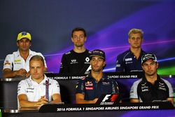 The FIA Press Conference (from back row (L to R)): Felipe Nasr, Sauber F1 Team; Jolyon Palmer, Renau