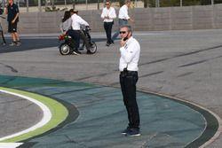 Mike Webb, direttore di gara della MotoGp, alla chicane che sostituisce la curva 12