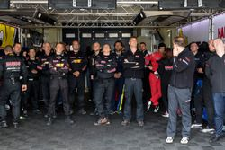 #88 Haribo Racing Team-AMG pit crew watching the end of the race