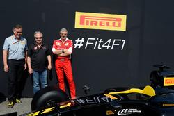 Mario Isola, manager Pirelli, Gene Haas, président Haas Automotion et Maurizio Arrivabene, team principal Ferrari à la présentation Pirelli