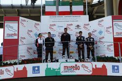 Podio Gara 2 Trofeo Cayman: al secondo posto Riccardo Pera, Ebimotors, il vincitore Sabino Marco De Castro, Ebimotors, al terzo posto Niccolò Mercatali e Jonathan Ceccotto, Dinamic Motorsport