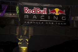 Logo Red Bull Racing en el Ofrendomo en la Ciudad de México para el Día de Muertos