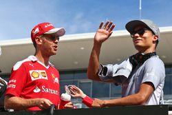 Sebastian Vettel, Ferrari mit Pascal Wehrlein, Manor Racing bei der Fahrerparade