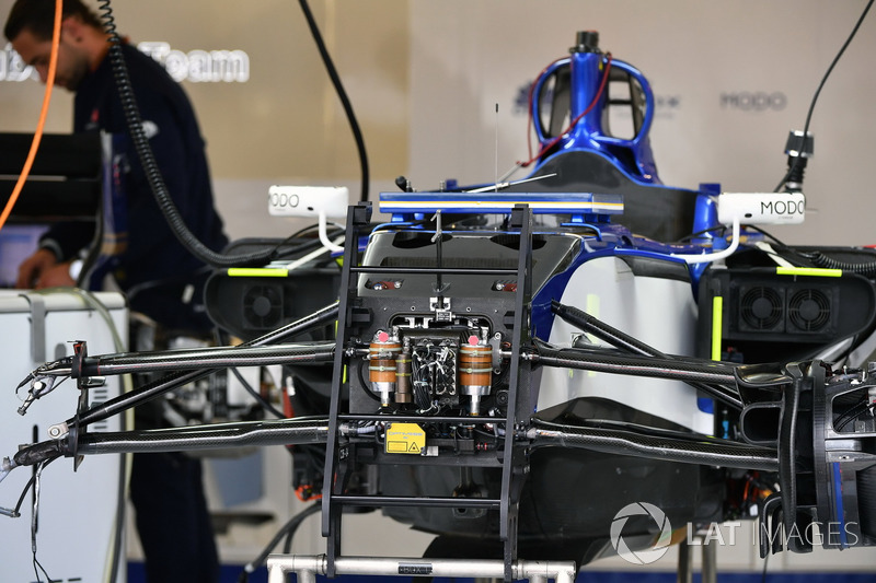 Sauber C36 front suspension and chassis detail