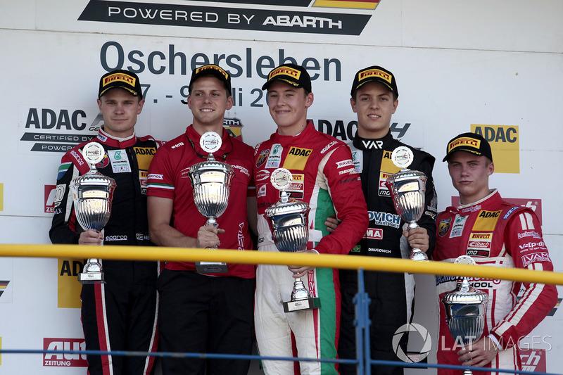 Podium: 1. Marcus Armstrong, Prema Powerteam, 2. Jonathan Aberdein, Motopark, 3. Felipe Drugovich, Van Amersfoort Racing, Bester Rookie Mick Wishofer, Lechner Racing