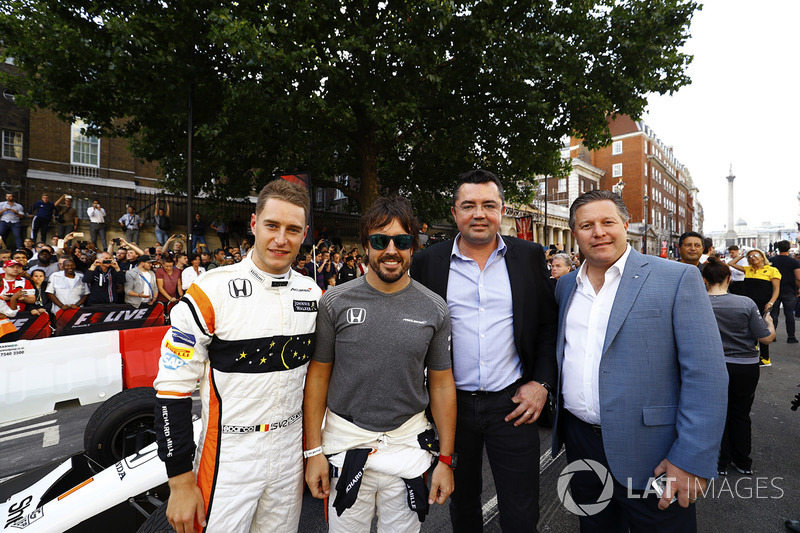Stoffel Vandoorne, McLaren, Fernando Alonso, McLaren, Eric Boullier, Racing Director, McLaren, Zak Brown, Executive Director, McLaren Technology Group