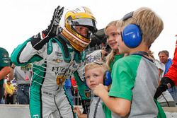 Ed Carpenter, Ed Carpenter Racing Chevrolet is congratulated by his kids Mackenna, Ryder and Cruz