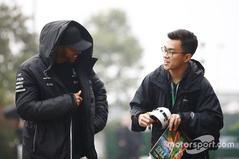 Lewis Hamilton, Mercedes AMG, speaks to a fan