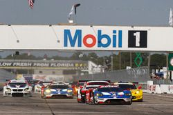 GT-Start: #66 Ford Performance Chip Ganassi Racing, Ford GT: Joey Hand, Dirk Müller, Sébastien Bourd