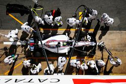 Practice pitstop for Felipe Massa, Williams FW40