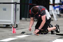 Haas F1 Team Prepare the pit box