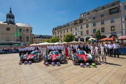#9 Toyota Gazoo Racing Toyota TS050 Hybrid: Jose Maria Lopez, Yuji Kunimoto, Nicolas Lapierre, #8 To