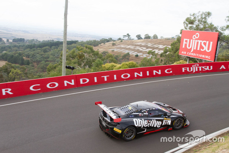 #11 Objective Racing, McLaren 650s GT3: Tony Walls, Warren Luff, Tim Slade, Alex Davison