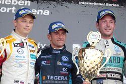 Подиум: победитель Джанни Морбиделли, West Coast Racing, второе место – Мато Хомола, DG Sport Compét