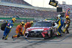 Kyle Busch, Joe Gibbs Racing Toyota makes a pit stop