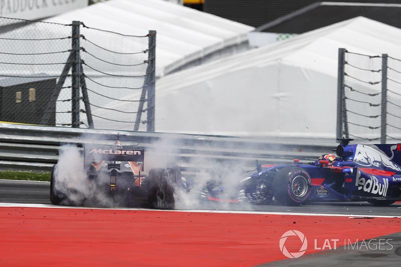 DNF Fernando Alonso, McLaren MCL32