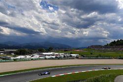 Pascal Wehrlein, Sauber C36 en Valtteri Bottas, Mercedes AMG F1 W08