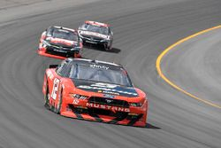 Ryan Blaney, Team Penske Ford, Kyle Busch, Joe Gibbs Racing Toyota
