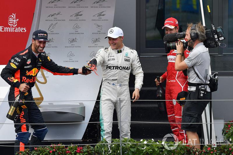 Подиум: победитель Валттери Боттас, Mercedes AMG F1, второе место – Себастьян Феттель, Ferrari, трет