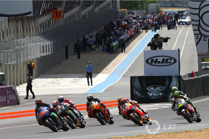 Start: Maverick Viñales, Yamaha Factory Racing leads