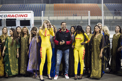Des Grid Girls avec Mehdi Bennani, Sébastien Loeb Racing, Citroën C-Elysée WTCC
