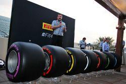 Paul Hembery, Pirelli Motorsport Director con gli pneumatici Pirelli 2017