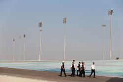 Stéphane Sarrazin, Mike Conway, Kamui Kobayashi, Toyota Racing, pendant le track walk