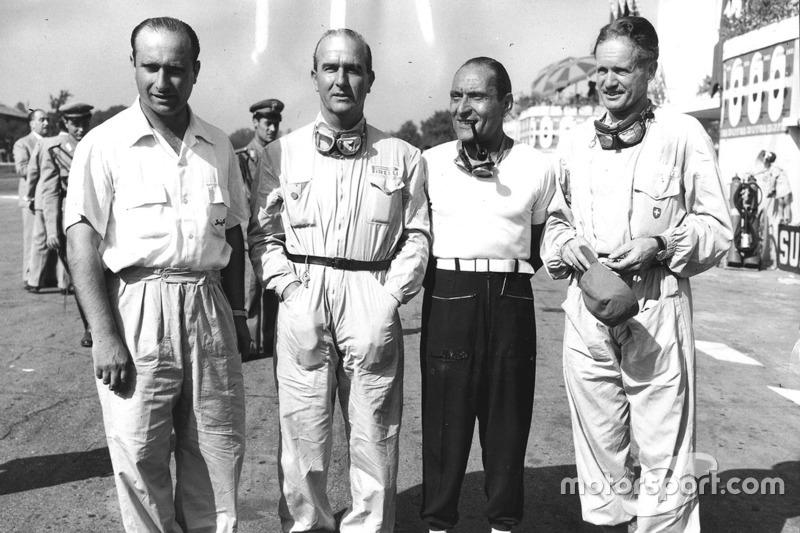 1950 Giuseppe Farina, Alfa Romeo (segundo a la izquierda)