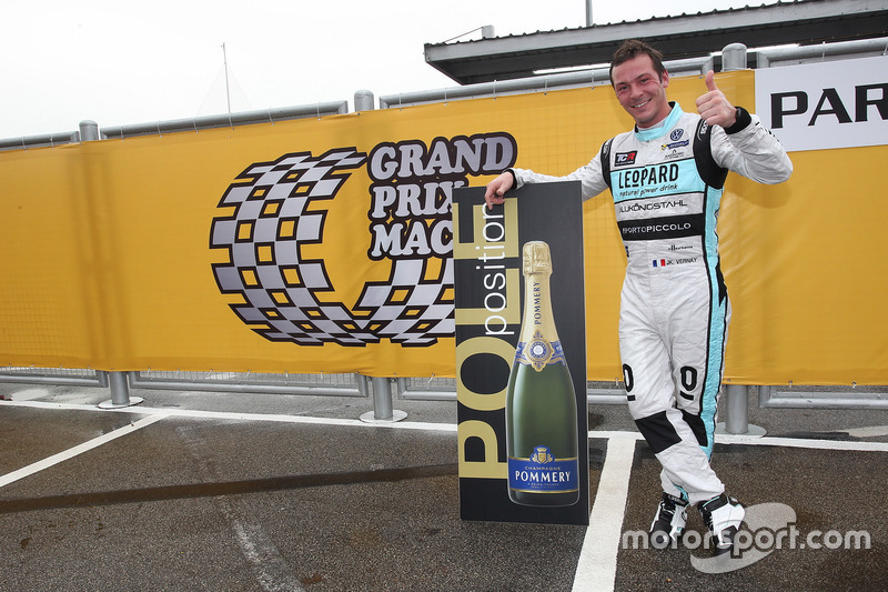 Pole position per Stefano Comini, Leopard Racing Team Volkswagen Golf GTI