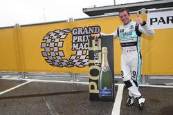 Pole para Stefano Comini, Leopard Racing Team Volkswagen Golf GTI