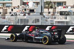 Jenson Button, McLaren MP4-31 with sensor equipment