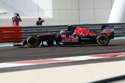 Carlos Sainz Jr., Scuderia Toro Rosso STR11 spins