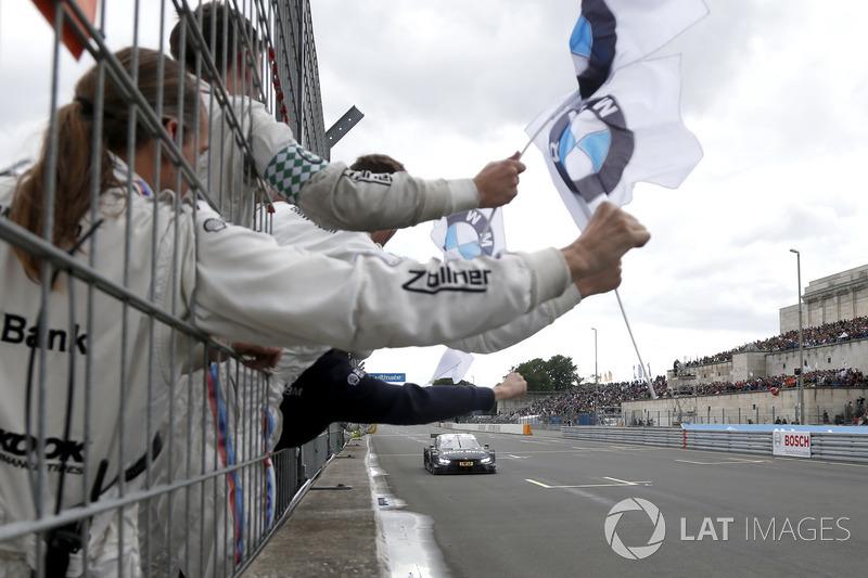 Переможець гонки Бруно Спенглер, BMW Team RBM, BMW M4 DTM