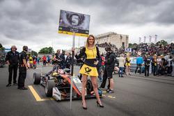 Grid girl of Pedro Piquet, Van Amersfoort Racing Dallara F317 - Mercedes-Benz
