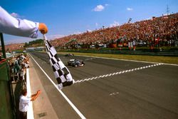 Damon Hill, Arrows A18 Yamaha crosses the line to take the chequered flag