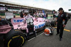 Dr. Vijay Mallya, Sahara Force India Formula One Team Owner at the car of Esteban Ocon, Sahara Force India VJM10
