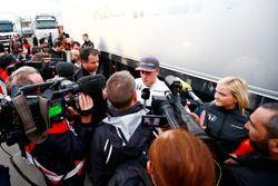 Stoffel Vandoorne, McLaren, talks to the media