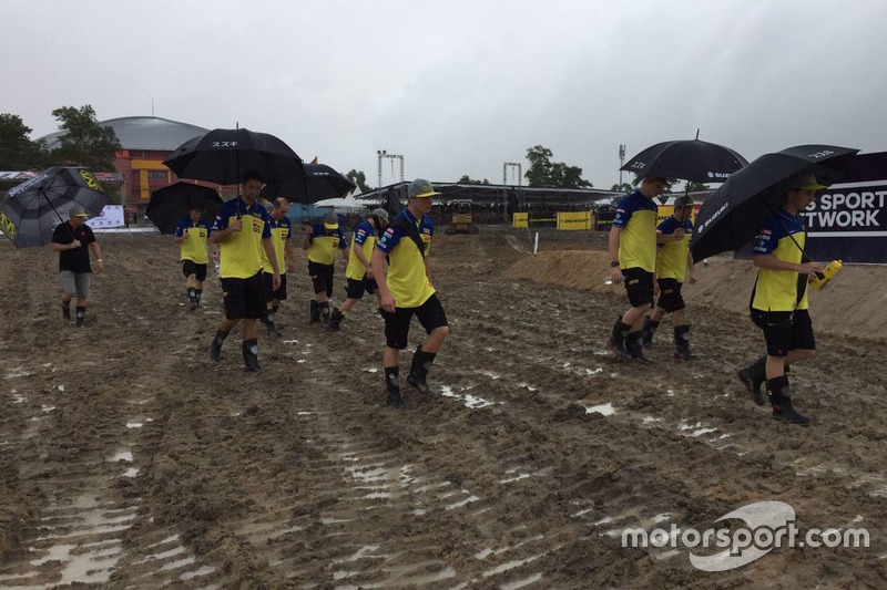 Track walk Team Suzuki World MXGP