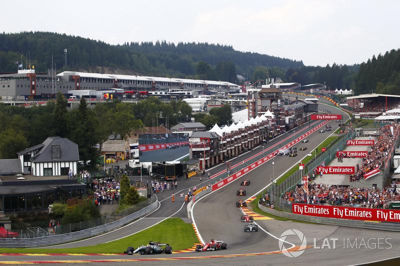 Lewis Hamilton, Mercedes AMG F1 W08, Sebastian Vettel, Ferrari SF70H, Valtteri Bottas, Mercedes AMG F1 W08, Kimi Raikkonen, Ferrari SF70H, Max Verstappen, Red Bull Racing RB13, Daniel Ricciardo, Red Bull Racing RB13 e Fernando Alonso, McLaren MCL32 alla pa
