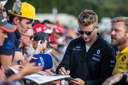 Nico Hulkenberg, Renault Sport F1 Team zet handtekeningen