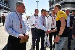 Chase Carey, Formel-1-Chef; Dmitry Kozak, Vize-Premierminister Russland; Veniamin Kondrytyev, Gouve
