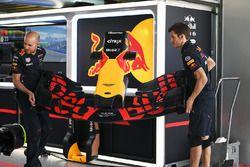 Mechaniker, Red Bull Racing; Frontflügel, Red Bull Racing RB13
