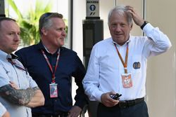 Johnny Herbert, Sky TV en Charlie Whiting, FIA-wedstrijdleider
